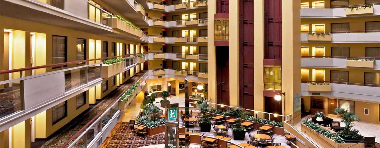 Hotel Embassy Suites by Hilton San Antonio Airport, Texas - Atrio del hotel