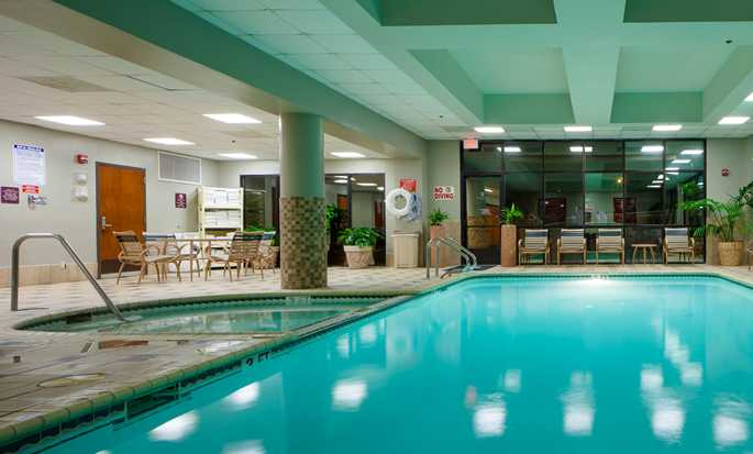 Hotel Embassy Suites by Hilton San Antonio Airport, Texas - Piscina