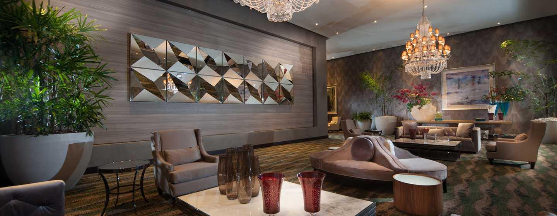 Hotel en naco santo domingo embassy suites by hilton for Sala de estar de un hotel