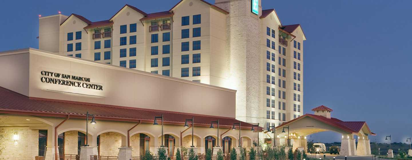Embassy Suites by Hilton San Marcos Hotel, Conference Center and Spa, Texas, EE. UU. - Fachada del hotel