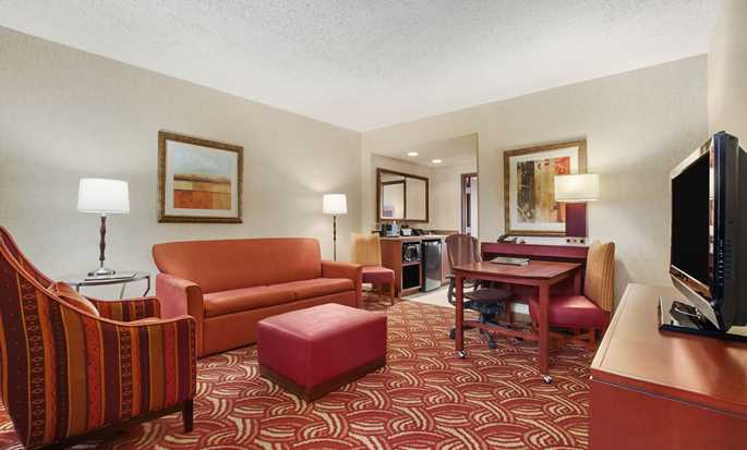 Embassy Suites by Hilton San Marcos Hotel, Conference Center and Spa, Texas, EE. UU. - Habitación con cama King