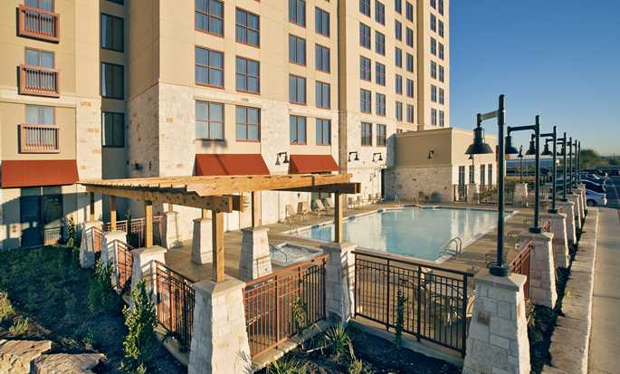 Embassy Suites by Hilton San Marcos Hotel, Conference Center and Spa, Texas, EE. UU. - Piscina al aire libre
