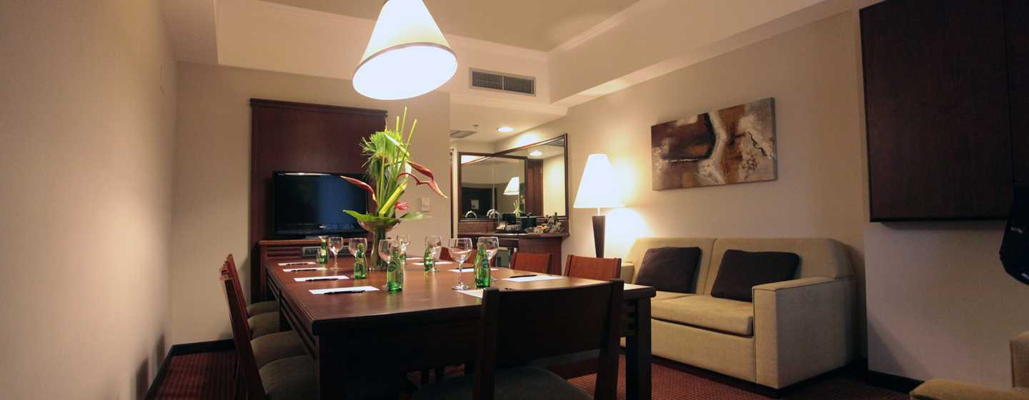 Hotel Embassy Suites by Hilton Valencia-Downtown, Venezuela - Suite Meeting
