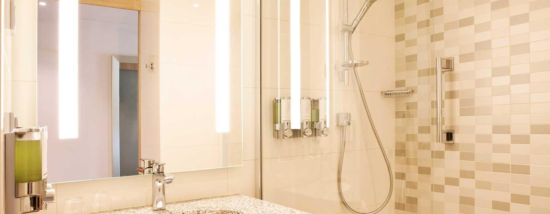 Hampton by Hilton Aachen Tivoli Hotel, Deutschland– Badezimmer eines Standard Zimmers