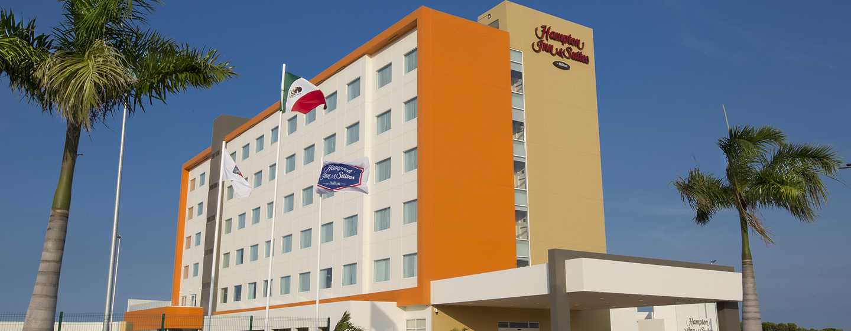 Hampton Inn & Suites by Hilton Paraiso, México - Fachada del hotel