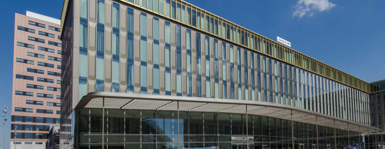 Het grote Hampton by Hilton Amsterdam / Arena Boulevard Hotel ligt in het hart van de levendige Bijlmer, met alle belangrijke attracties op korte loopafstand.