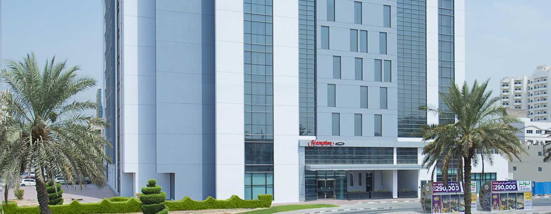 Hampton by Hilton Dubai Airport, VAE – Außenbereich des Hotels