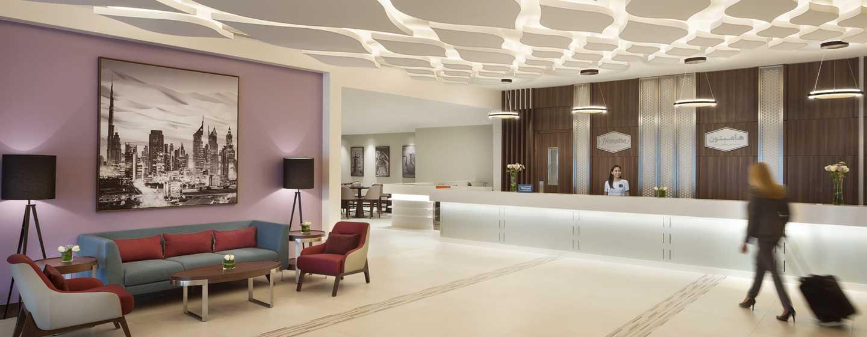 Hampton by Hilton Dubai Airport, VAE – Gast in der Lobby