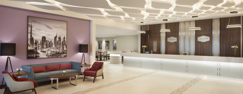 Hampton by Hilton Dubai Airport, VAE – Empfang in der Lobby
