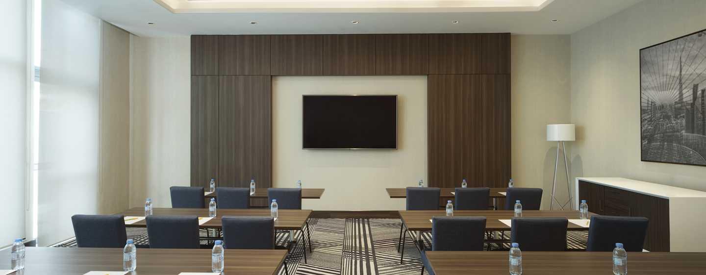 Hampton by Hilton Dubai Airport, VAE – Meetingraum mit parlamentarischer Bestuhlung
