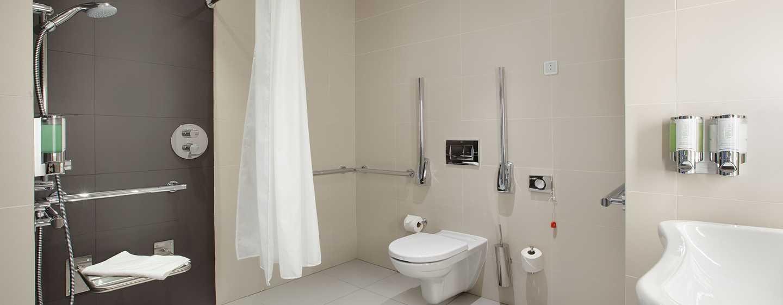 Hampton by Hilton Lublin, Polska – Łazienka w pokoju dla osób niepełnosprawnych