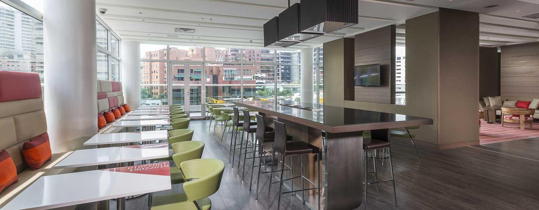 Hoteles en medell n hotel hampton en medell n colombia for Restaurante terraza de la 96 barranquilla