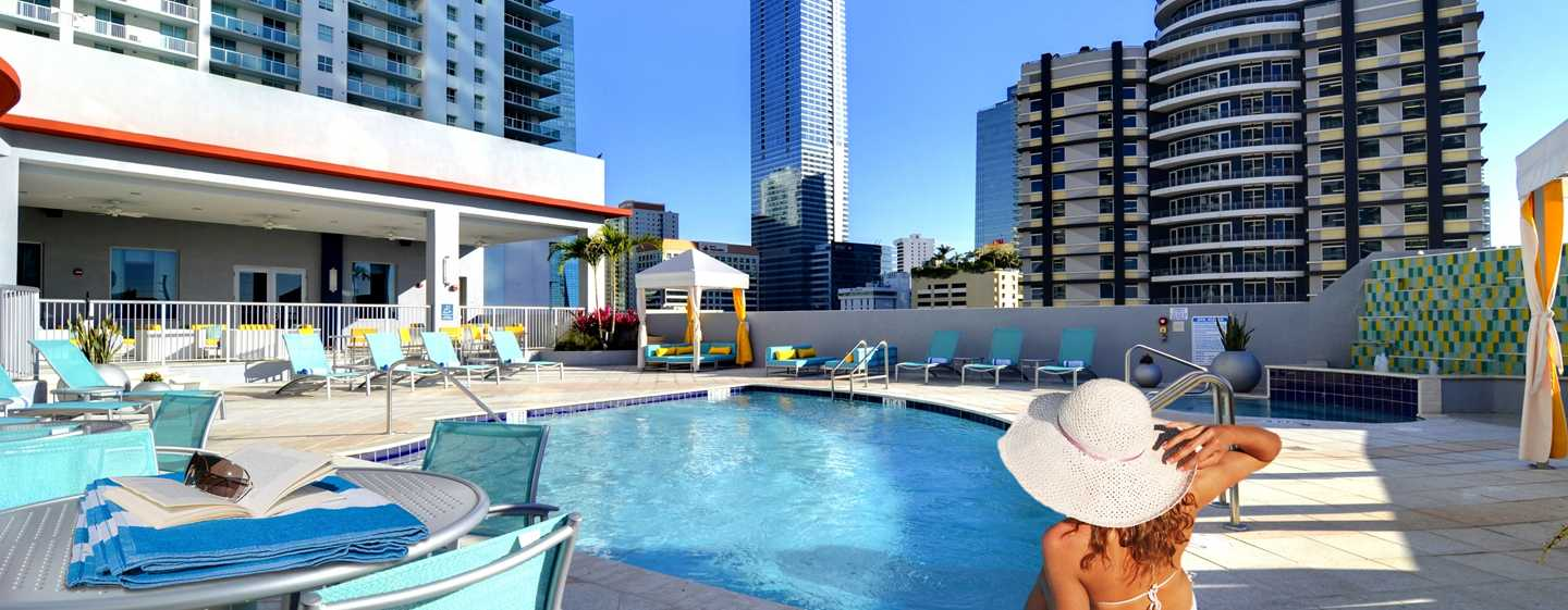 Hampton Inn & Suites Miami/Brickell-Downtown Hotel, FL – Dachswimmingpool