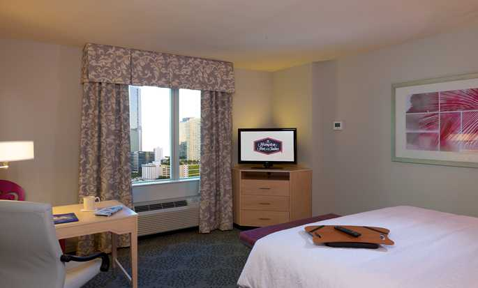 Hampton Inn & Suites Miami/Brickell-Downtown Hotel, Florida, USA – Standard Zimmer mit King-Size-Bett
