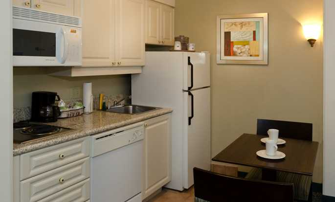 Hampton Inn & Suites Miami-Doral/Dolphin Mall Hotel, FL - Suite Kitchen