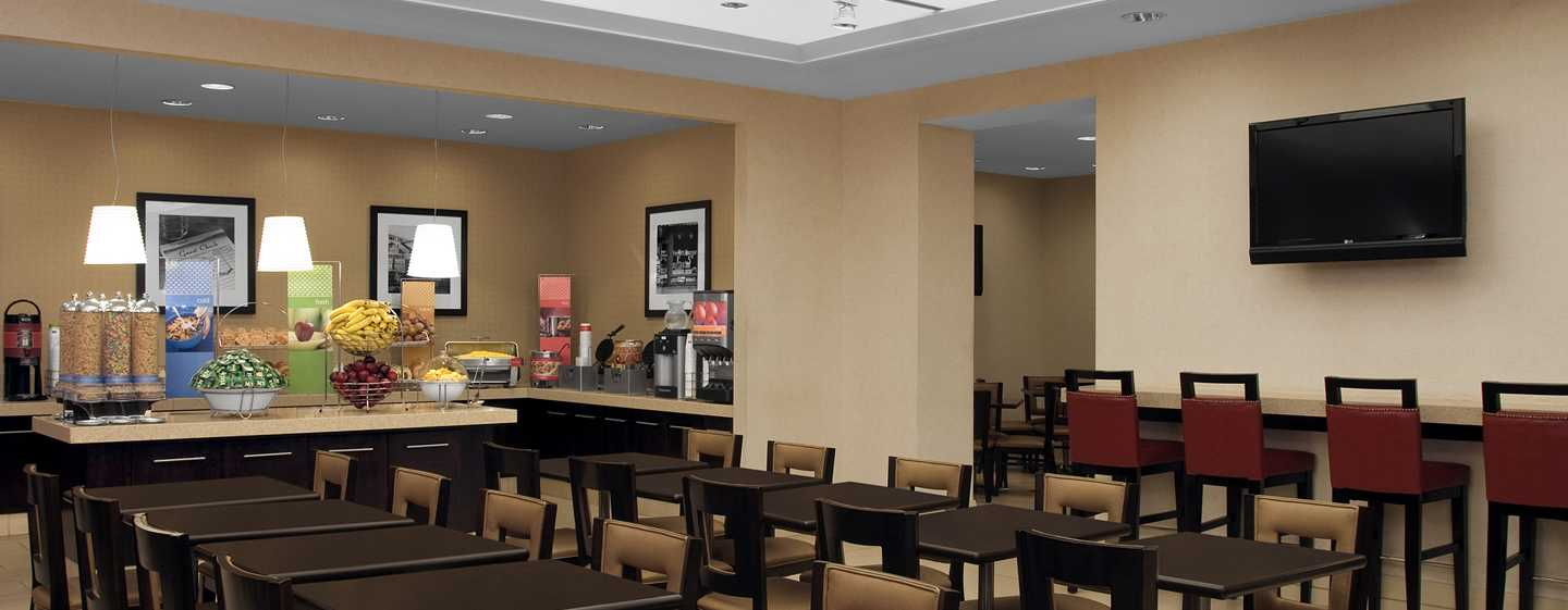 Hotel Hampton Inn Manhattan-Times Square North, Nova York, EUA – Área para refeições do café da manhã