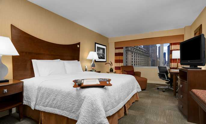 Hampton Inn Manhattan-Times Square North - Habitación con cama King accesible para personas con discapacidades