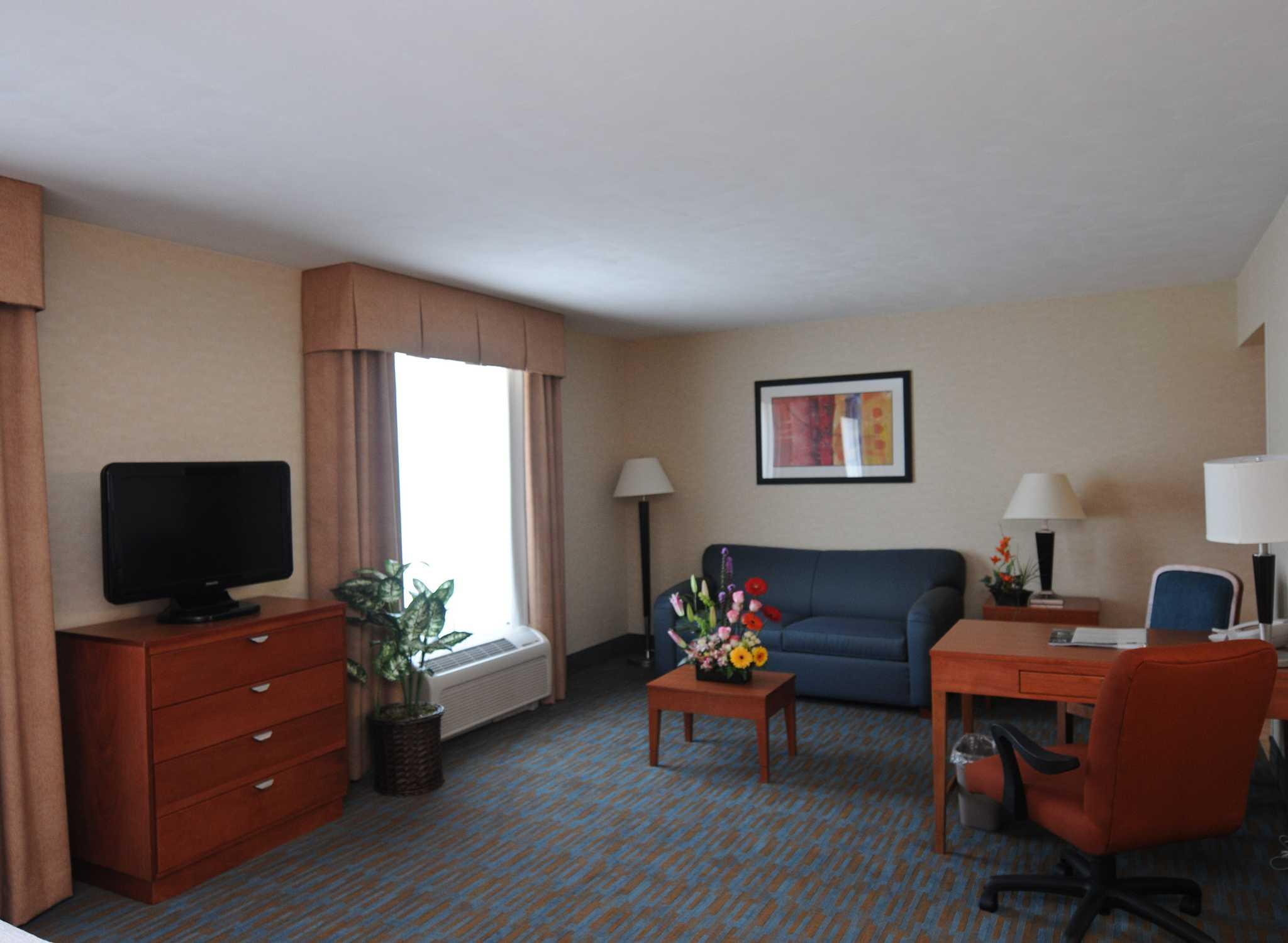 Hampton Inn By Hilton Querétaro Tecnológico, México   Sala De Estar De La  Suite