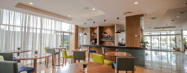 Hotel Hampton by Hilton Santo Domingo Airport, República Dominicana - Sala de estar del bar