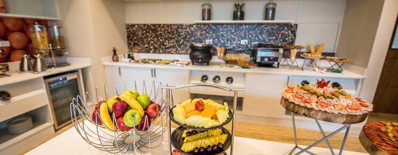 Hotel Hampton by Hilton Santo Domingo Airport, República Dominicana - Frutas en el área de desayuno