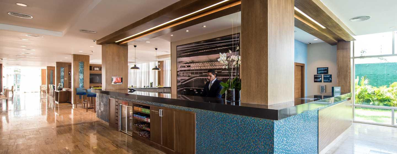 Hotel Hampton by Hilton Santo Domingo Airport, República Dominicana - Área del lobby
