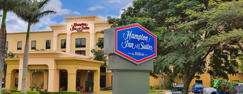 Hotel Hampton Inn & Suites by Hilton San José-Airport, Costa Rica - Entrada del hotel
