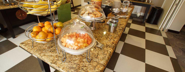 Hotel Hampton Inn by Hilton Tampico Aeropuerto, Tamaulipas, México - Área del desayuno tipo bufé