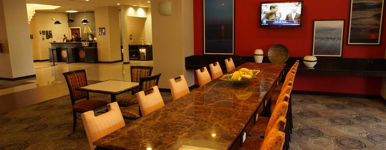 Hotel Hampton Inn by Hilton Tampico Aeropuerto, Tamaulipas, México - Mesa comunitaria del lobby