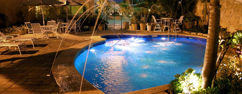 Hotel Hampton Inn by Hilton Tampico Aeropuerto, Tamaulipas, México - Piscina por la noche