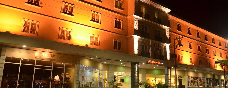 Hotel de tampico en zona dorada hampton inn for Avvolgere intorno al costo del portico