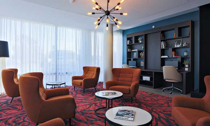 Hôtel Hampton by Hilton Toulouse Airport, France - Business Corner