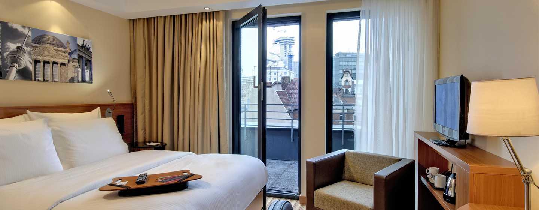 Hampton by Hilton Berlin City West Hotel, Berlin, Deutschland– Zimmer mit Queen-Size-Bett und Balkon