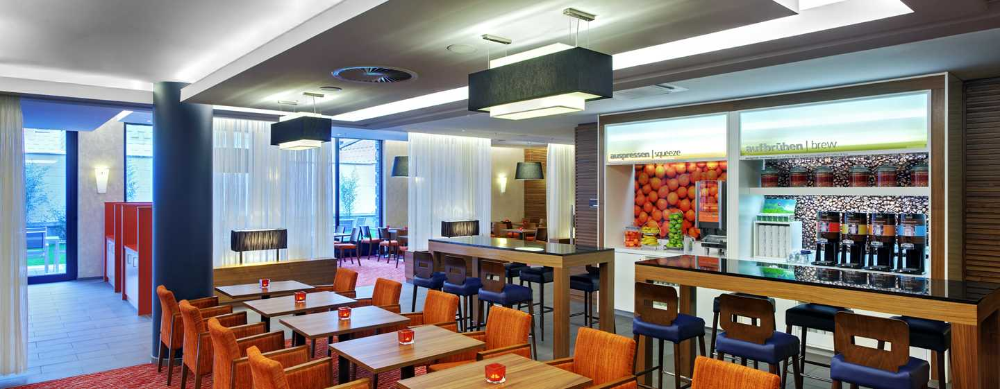 Hotel Hampton by Hilton Berlin City West, Berlino, Germania - Prima colazione calda gratuita