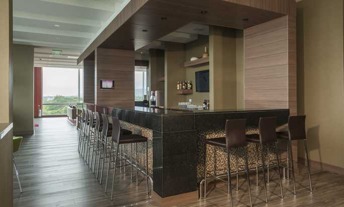 Hampton by Hilton Valledupar, Colombia - Bar