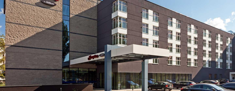 Hotel Hampton by Hilton Warsaw Airport, Polska — Fasada hotelu