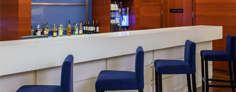 Hotel Hampton by Hilton Warsaw Airport, Polska – Bar