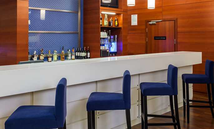 Hotel Hampton by Hilton Warsaw Airport, Polska – Bar