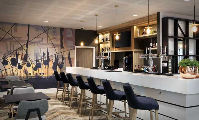 Hampton by Hilton Kalisz – Bar w lobby