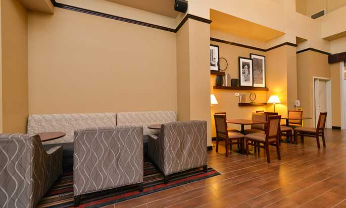 Hampton Inn & Suites by Hilton Edmonton International Airport, Alberta, Canada - Coin repas