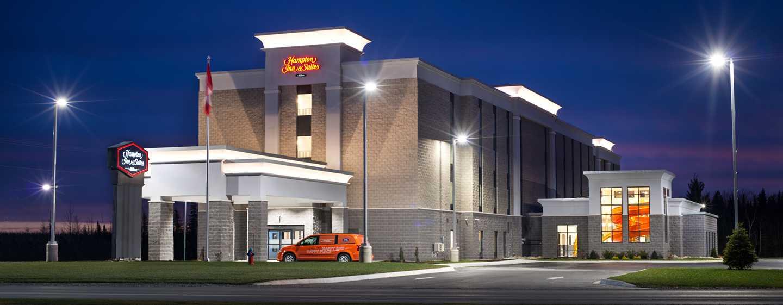 Hôtel Hampton Inn & Suites by Hilton Fredericton, Canada - Extérieur de l'hôtel, le soir
