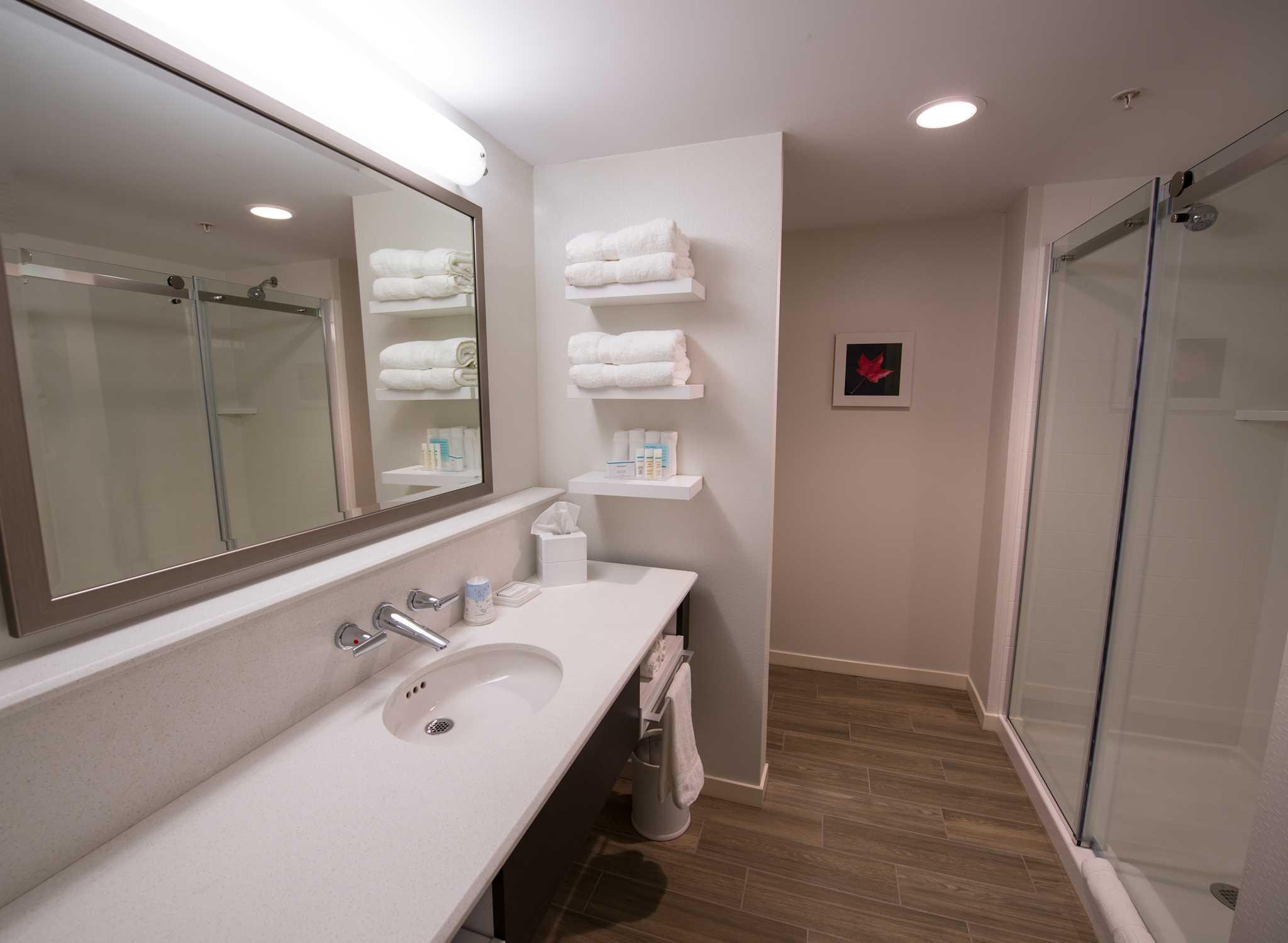 Salle De Bain Couloir Plan ~ H Tels Fredericton Nouveau Brunswick Hampton Inn Suites By