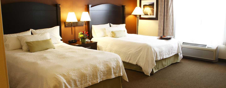 Hôtel Hampton Inn & Suites by Hilton Moncton, Canada - Chambre accessible aux personnes à mobilité réduite avec deux grands lits