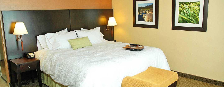 Hôtel Hampton Inn & Suites by Hilton Moncton, Canada - Chambre avec très grand lit