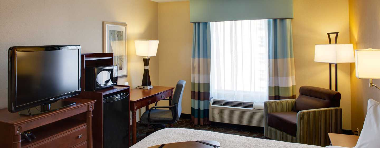 Hôtel Hampton Inn & Suites by Hilton Toronto Airport, Ontario, Canada - Chambre avec très grand lit