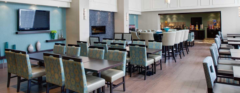 Hôtel Hampton Inn & Suites by Hilton Toronto Airport, Ontario, Canada - Coin repas du hall