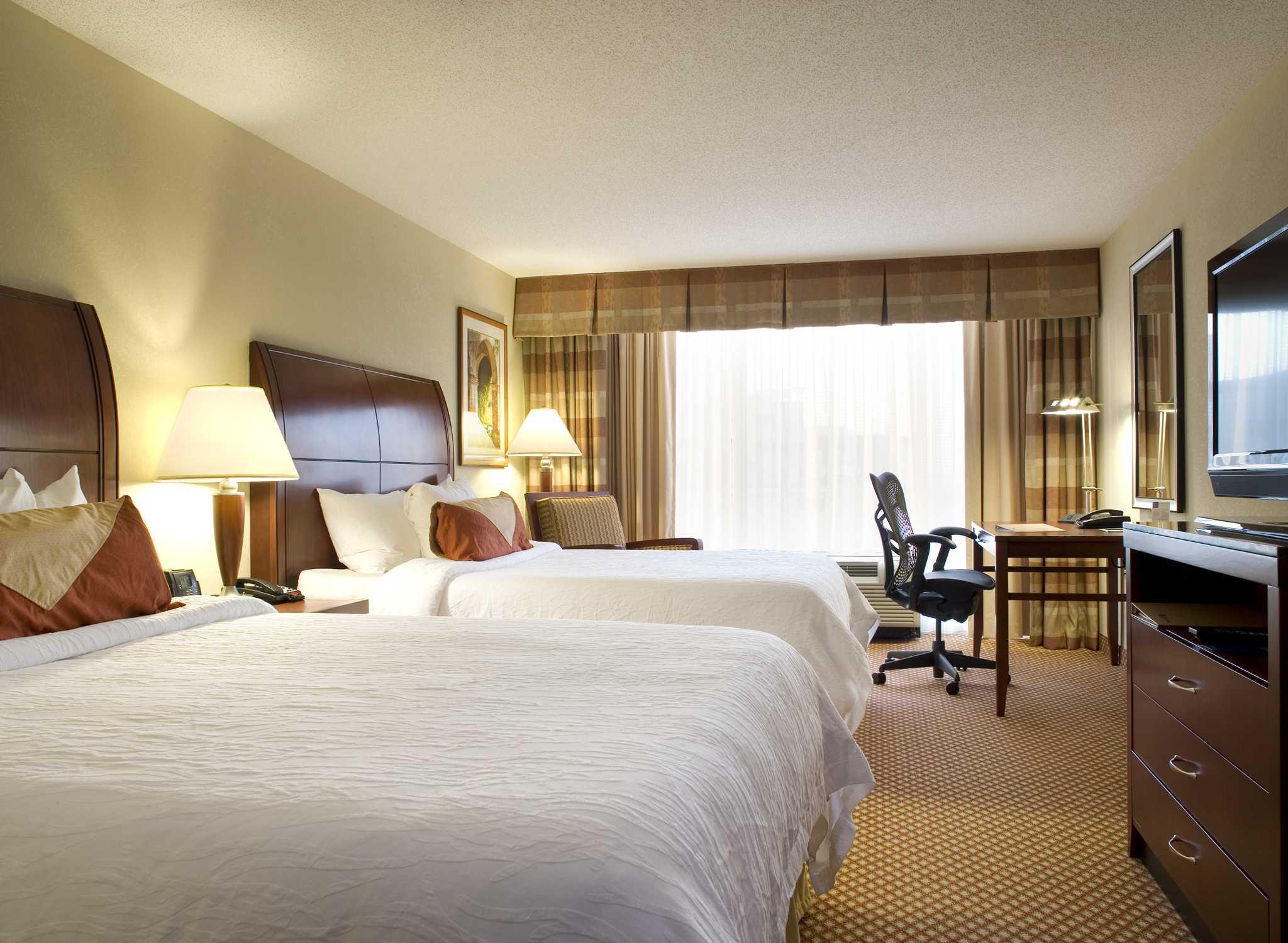 Nashville 2 Bedroom Suites Hilton Garden Inn Nashville Vanderbilt On Broadway