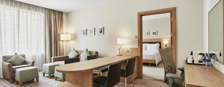 Hôtel Hilton Garden Inn Dubai Mall Of The Emirates, Émirats arabes unis - Suite d'une chambre avec très grand lit