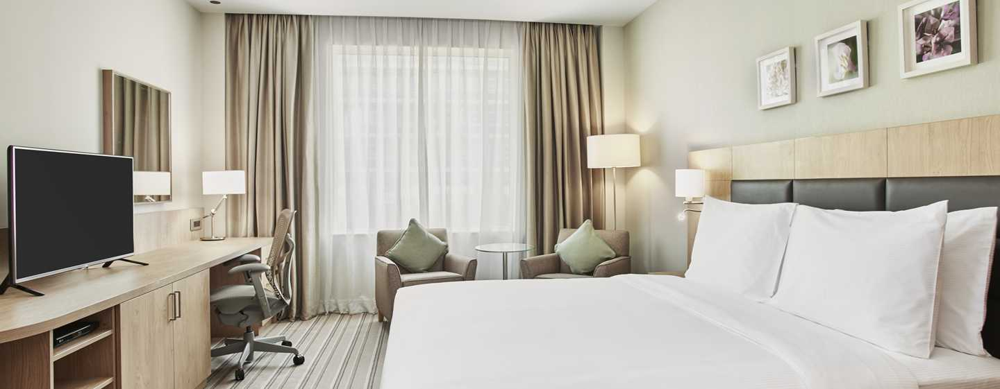 Hilton Garden Inn Mall of the Emirates Hotel, VAE – Schlafzimmer mit einem King-Size-Bett