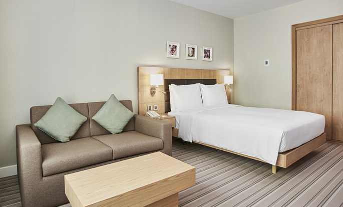 Hilton Garden Inn Mall of the Emirates Hotel – Zimmer mit Queen-Size-Bett