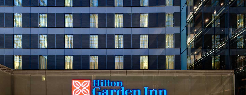 Hotel Hilton Garden Inn Frankfurt Airport, Alemania - Entrada del hotel